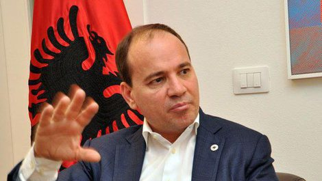 Bujar Nishani i bashkohet Foltores së tretë të Berishës: