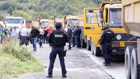 Situata në Veri të Kosovës, serbët nuk tërhiqen as
