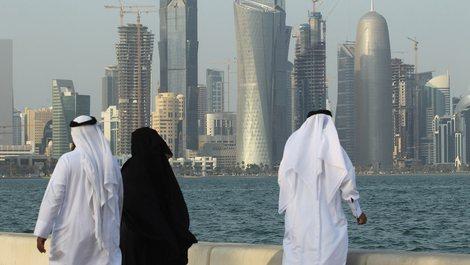 Katari bën të detyrueshme vaksinën edhe për