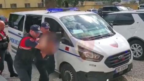 Përndiqte dhe dhunonte një 23-vjeçare, arrestohet në