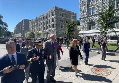 """Edi Rama surprizon 4300 kadetët e """"West Pointit"""" me lajmin e"""