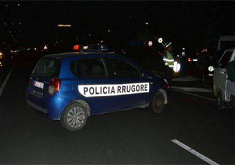 Aksident në aksin rrugor Lushnje-Rrogozhinë/ Kamioni përplas