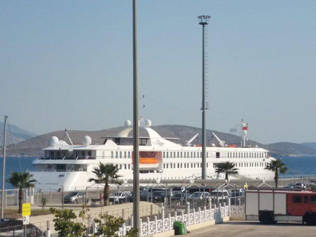 Kroçera me flamurin belg mbërrin në Portin e Sarandës,