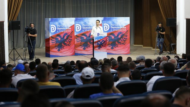 Basha me demokratët e Mallakastrës: Nuk do ndalemi përballë