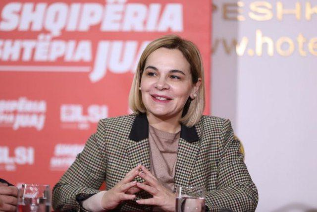 LAJMI FLASH/ Monika Kryemadhi merr mandatin e deputetes në Fier, heq