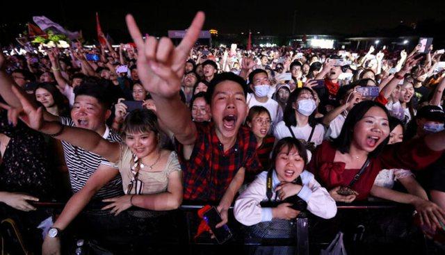 """""""Kina pa virus"""", organizon në Wuhan festivalin pesë ditor"""