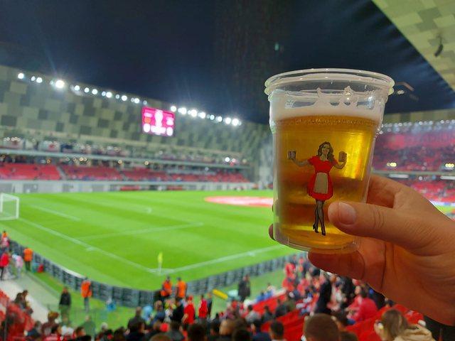 """FOTO/ Plisat shijojnë ndeshjen me """"Birra Korça"""", birra"""