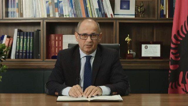 LAJMI FLASH/ Viti i ri akademik, Rektori Artan Hoxha: Vaksinimi s'duhet