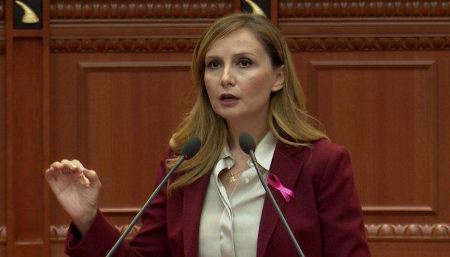 Jorida Tabaku nga foltorja e Kuvendit: Qeveria e ka kthyer Kushtetutën