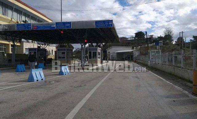 Greqia ashpërson masat në Kakavijë, zgjatet karantina, do lejohen