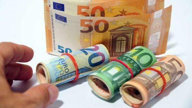 34% e shqiptarëve mbajnë euro në cash, rritje e fenomenit në