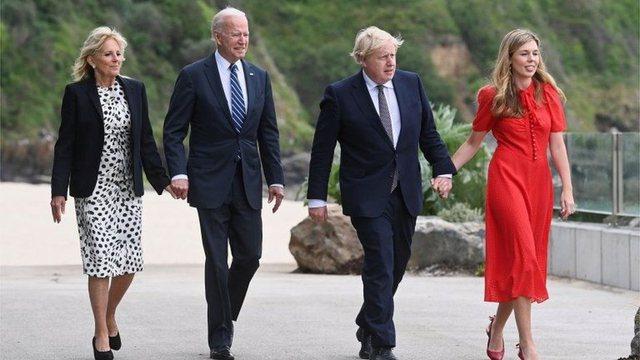 Presidenti Joe Biden takon kryeministrin britanik Boris Johnson para samitit