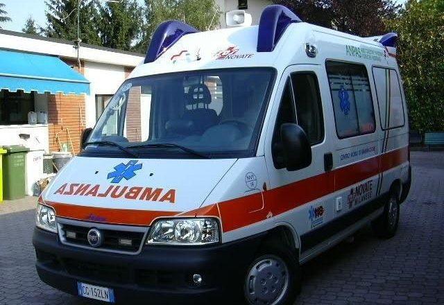 Aksident në Fushë Krujë, makina del nga rruga, plagoset