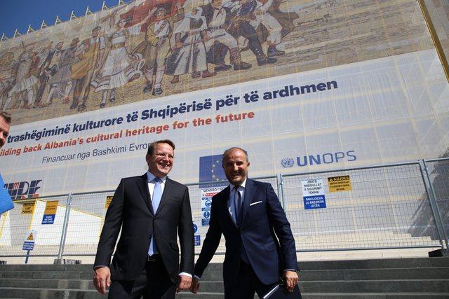 Samiti i liderve ballkanikë në Tiranë/ Komisioneri Varhelyi