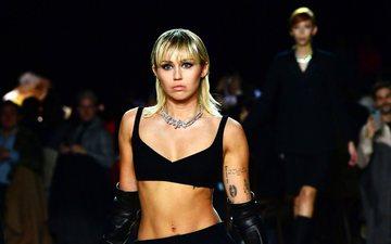 Sfilata Vjeshtë 2020 e Marc Jacobs: Miley Cyrus suprizon të...