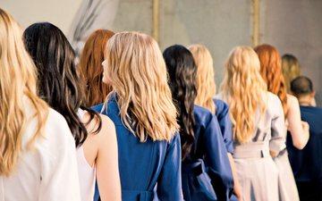 Hap pas hapi: Si t'i lyeni flokët në shtëpi