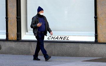 Tani, edhe Chanel prodhon maska dhe kostume mbrojtëse