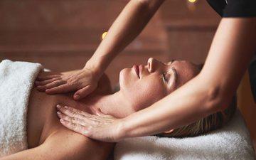 Përfitimet e masazhit të gjirit: Si ta realizoni