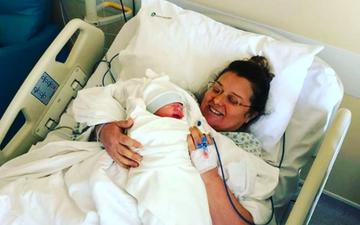 Anila Basha bëhet nënë për herë të parë