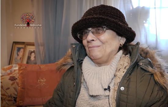 Ndihmoni 77-vjeçaren që jeton e vetme me 2 vajza të paralizu...