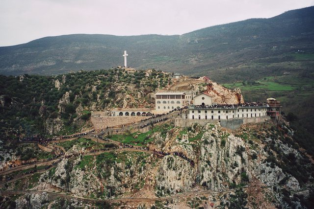 Ç'duhet të dini para se të shkoni tek Kisha e Laçit për herë të parë - Shqipëria
