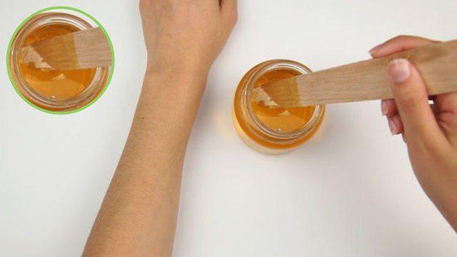 Si ta përgatisim dyllin në shtëpi për depilimin perfekt!