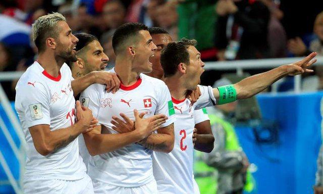 Pas shqiponjës, Zvicra do të përjashtojë lojtarët me dy