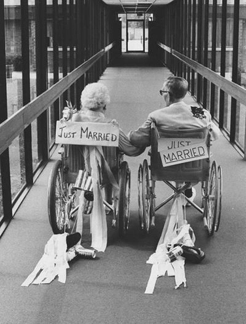 Një histori dashurie e pazakontë: Si dy të moshuar rigjetën