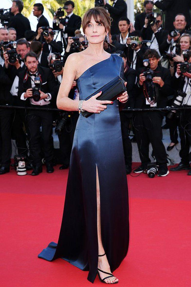 Bella Hadid e Carla Bruni pozojnë bashkë dhe bota bëhet