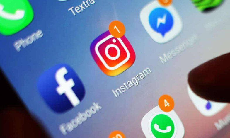 Adoleshentja i jep fund jetës pas një sondazhi në Instagram