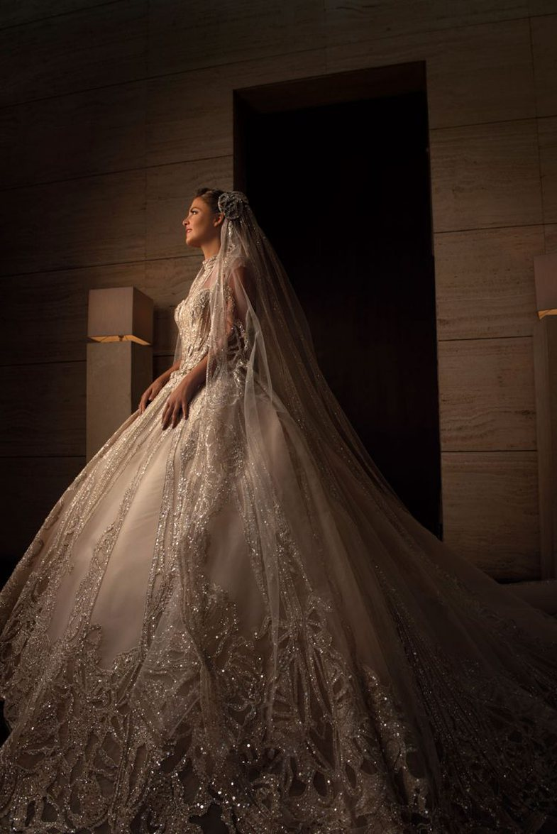 Detajet e fustanit spektakolar që Elie Saab krijoi për nusen e djalit