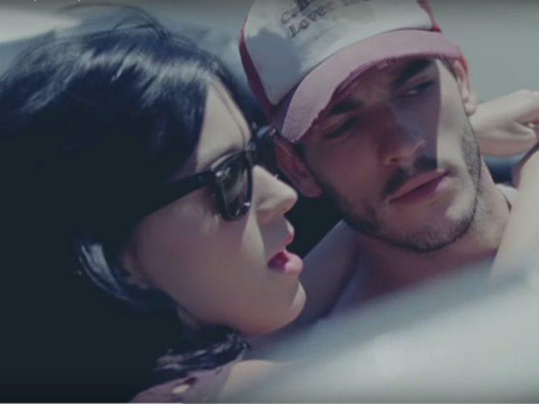 Katy Perry akuzohet për ngacmim seksual