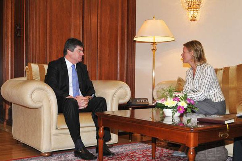 Ish-ambasadorja britanike në Shqipëri bëhet sekretarja private e