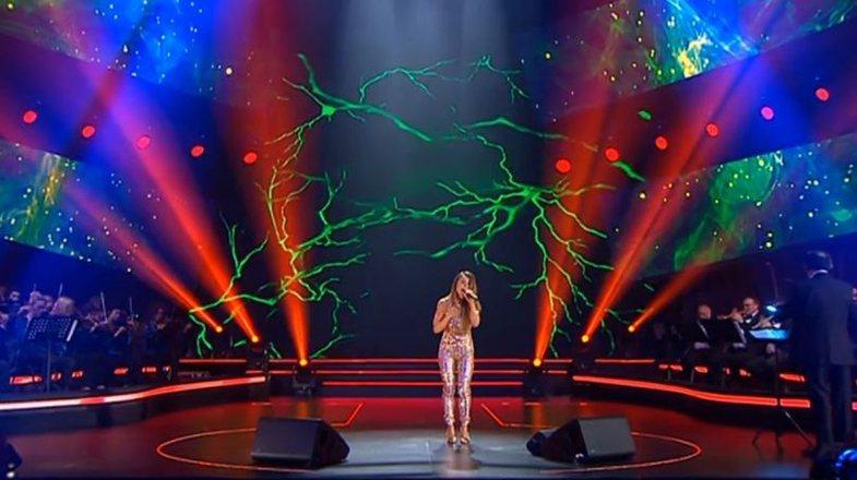 9 vite pas përjashtimit, këngëtarja shqiptare rikthehet te