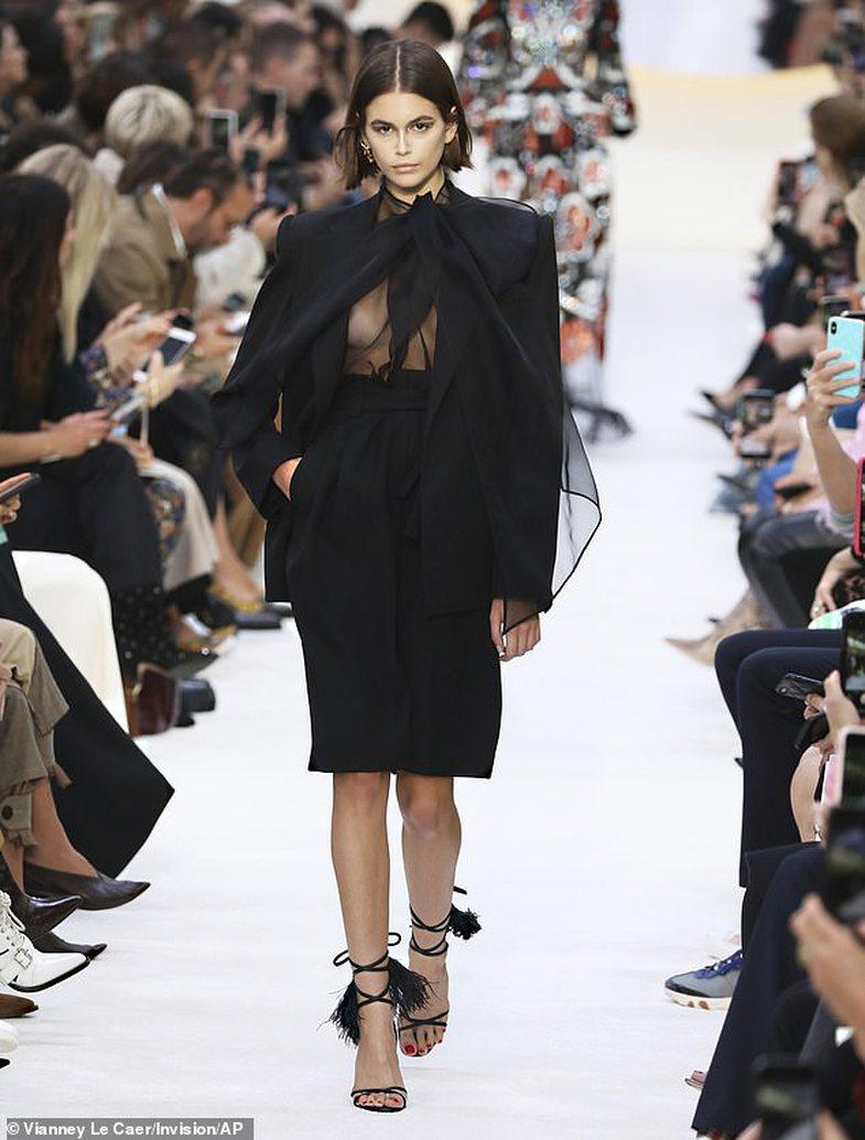 Sa klas aq edhe i guximshëm: Ky stil veshjeje po bën NAMIN!