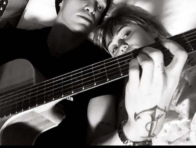 Miley surprizohet nga i dashuri i ri në mënyrën më romantike
