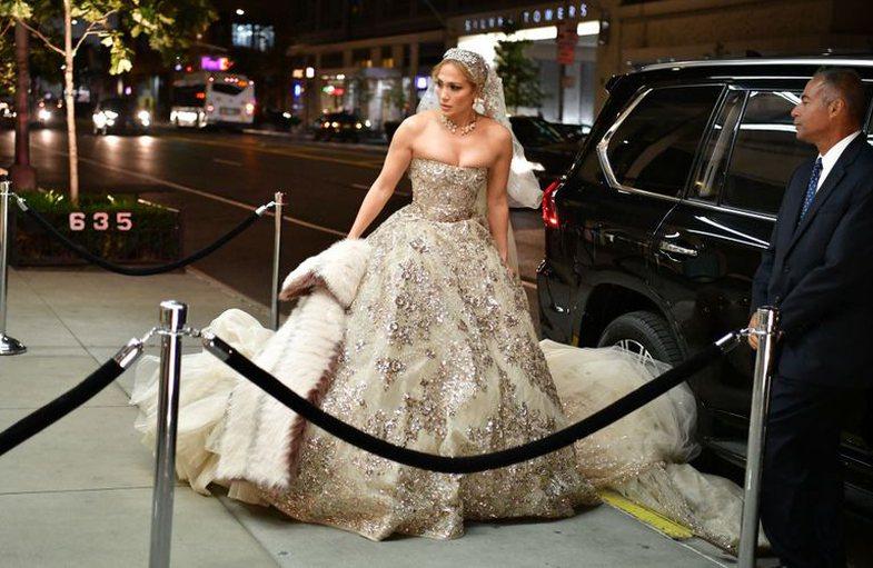 Ç'po ndodh? Jennifer Lopez fotografohet me një fustan