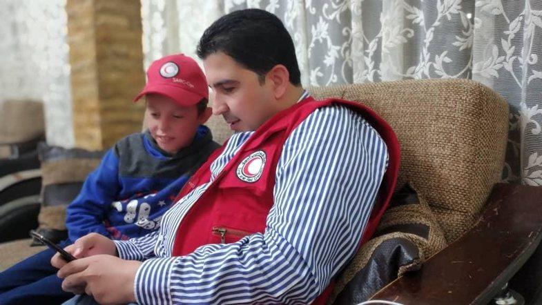 Dalin fotot e Alvinit jashtë kampit Al-Hol