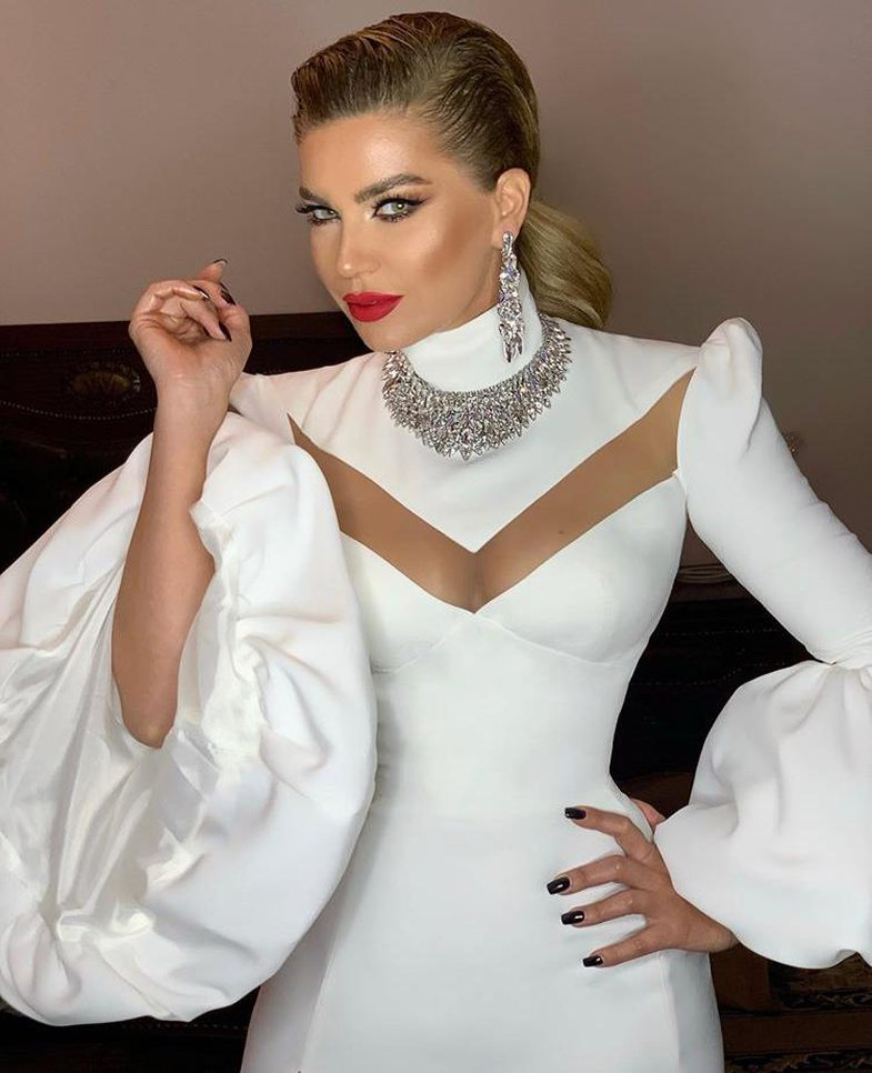 Photoshop, makeup apo operacione: Pse Leonora Jakupi duket kaq ndryshe?