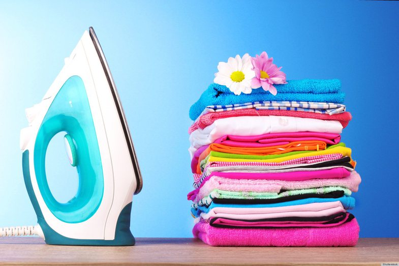 Si të hekurosësh rrobat pa hekur fare