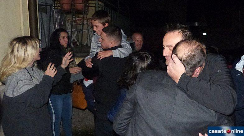 Touching Photos: Alvin returns home, the whole neighborhood awaits him