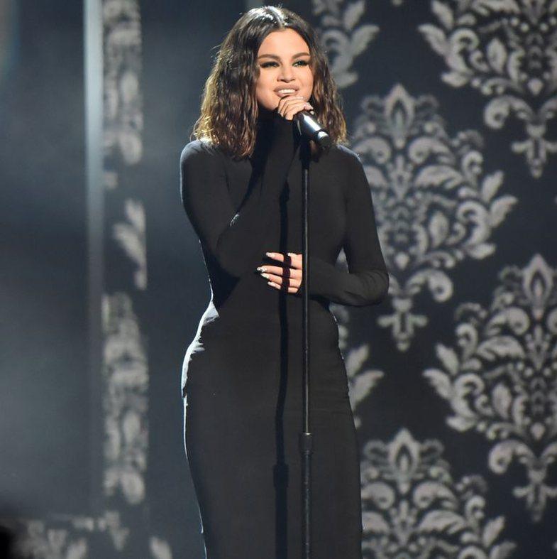 Çfarë ndodhi pak para performancës së Selena-s?