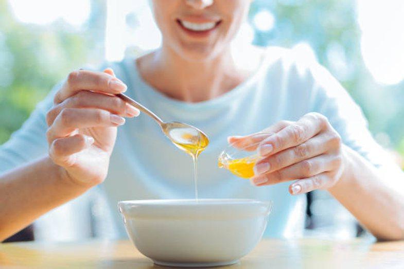Pse duhet të hani një lugë mjaltë çdo natë para