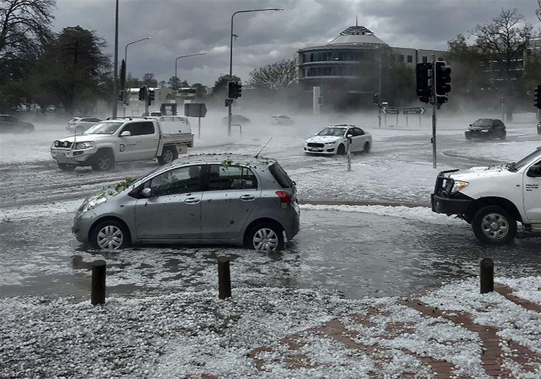 Breshëri dhe stuhitë pushtojnë Australinë, por a po shuhen