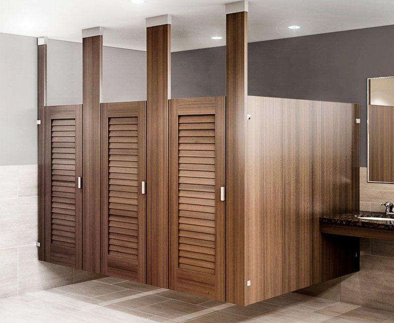 Pse janë ndryshe dyert e tualeteve nëpër lokale?