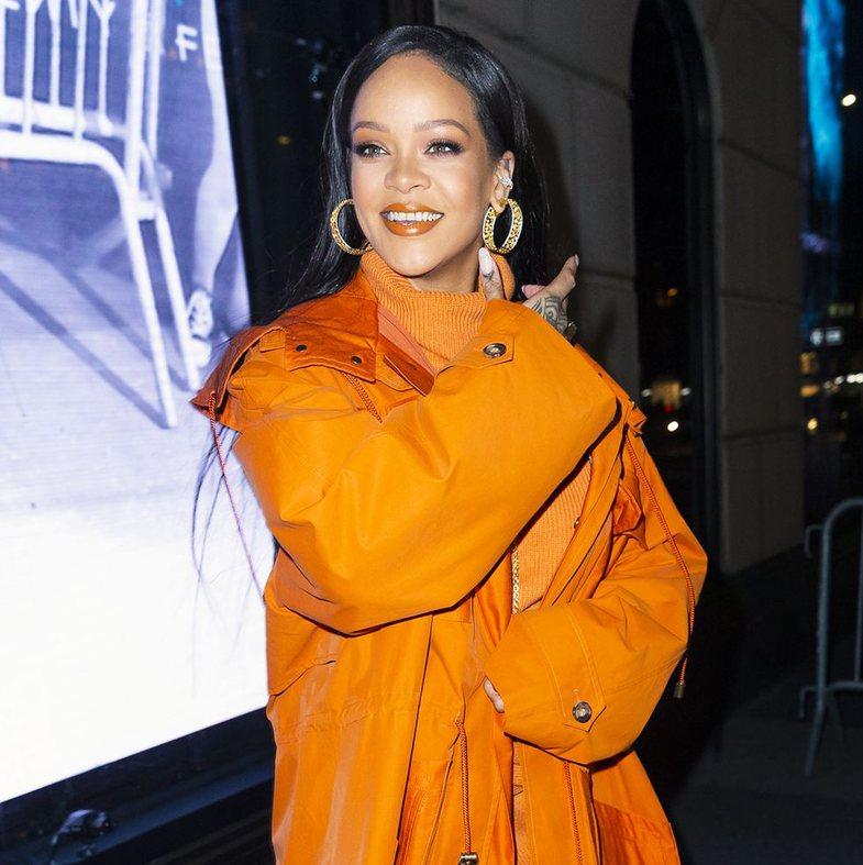 Tekila, ngjyra & mariachi: Rihanna po që di të festojë