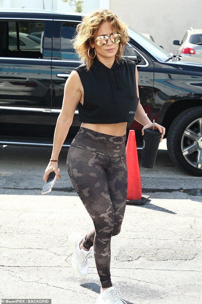 Si duket Jennifer Lopez e pa nxirë dhe pa zgjatime flokësh