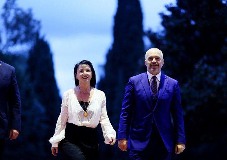 Edi Rama as rarely, delivers the most romantic speech, dedicated to Linda! - Eja shohim pak Tv
