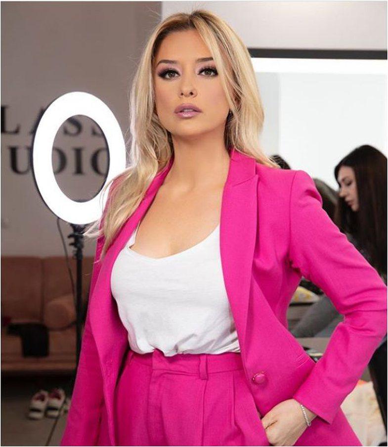 Fifty Shades of Pink: Vajzat e ekranit zgjedhin rozën