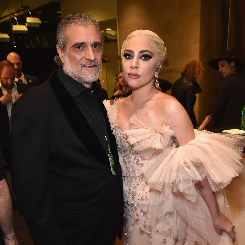 Njerëzit shpërthejnë kundër Lady Gaga-s dhe babait të